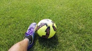 ฝันว่าเตะฟุตบอล